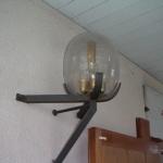 Mässingslamporna tillverkades efter en befintlig lampa som fanns inne i kyrkan.