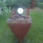 Skulptur i järn och rostritt stål.
