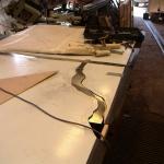 Rostfria plåten skärs ut efter mall.