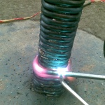 Det rostfria stålet bockas in i rörfundamentet.