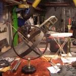 Soluret monteras på den målade gjutjärnssockeln.
