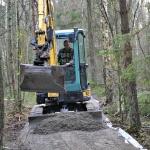 Försiktig byggande med liten lätt maskin.