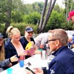 """Familj från Reftele, visade sin uppskattning efter turen genom att göra """"vulkanen""""."""
