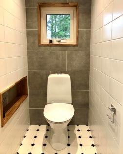 Huset har totalt tre toaletter