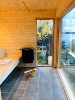 The new sauna with amazing lake views