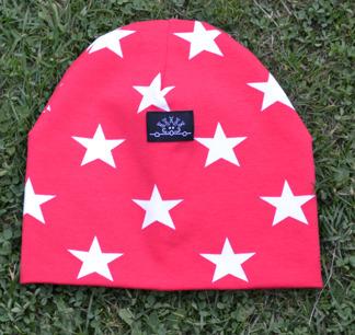 Burken mössa med stjärnor - Röd mössa med stjärnor stl 40