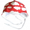 Hjälmmössa vita moln, röd eller blå botten - Hjälmmössa röd vita moln stl 30-35