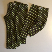 Leggings bruna med lime prickar