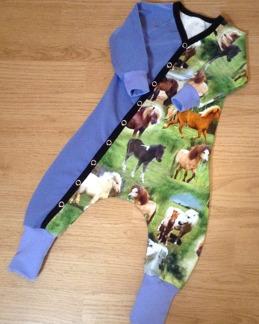 Baggydress hästar lila - Baggydress hästar lila stl 68