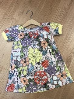 Singoallaklänning sommarblommor ekologisk bomull - Singoallaklänning sommarblommor stl 80
