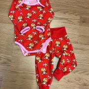 Baby body röd vild bebis ekologisk bomull