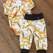 Ekologisk babybody med giraffer