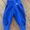 Babybyxor klarblå ekologiskbomullstrikå