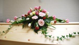 Kistdekoration i rosa toner
