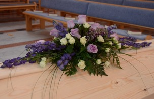 Kistdekoration i lila & vitt
