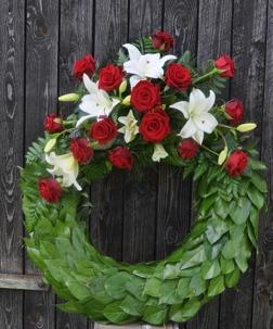 Krans vita liljor & röda rosor
