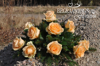 Runt arrangemang - Orange rosor (enligt bild)