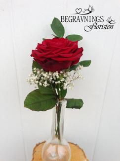 Handbukett ros med grönt & slöja - Röd (enligt bild)