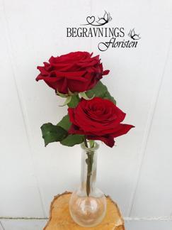Handbukett två rosor - Röda (enligt bild)