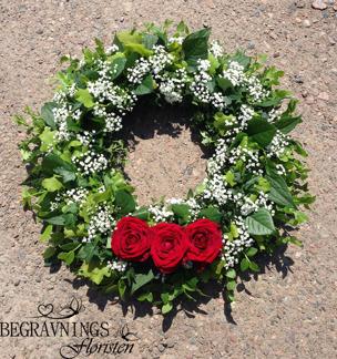 Formbunden krans - Röda rosor (enligt bild)