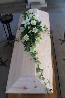 Kistdekoration Vita liljor - Liten (enligt bild)