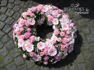 Stor formbunden krans - Rosa (enligt bild)
