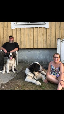 Alvar med sin familj (aug 2018)