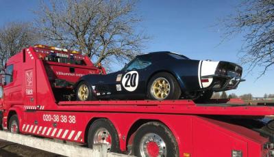 Lars B fina Corvette C3 från 1972 på väg till Elmia