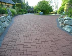 asfalterad uppfart prägad och målad med asfaltsfärg