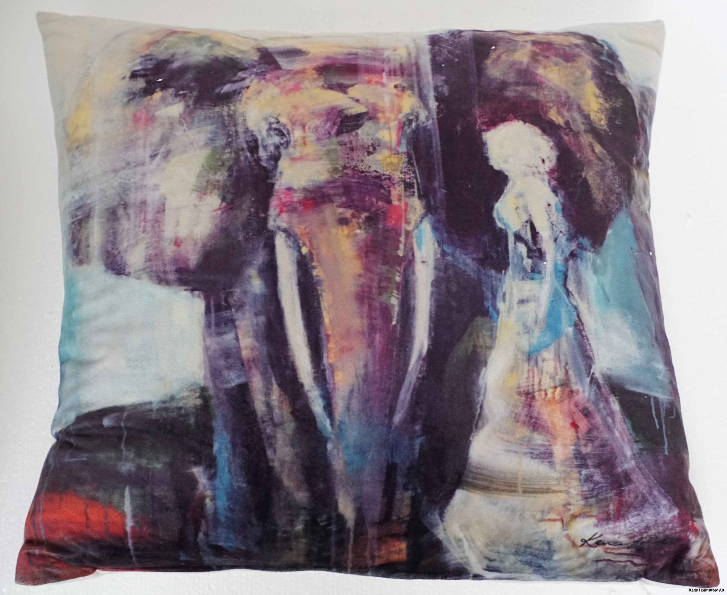 Walking with elephant vit bakgrund