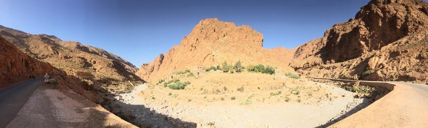 Missa inte de sagolikt vackra ravinerna Toudra (på bilden) och Dades. Du passerar dem på väg mot Sahara. Upplev det genuina Marocko med marockoresan.se
