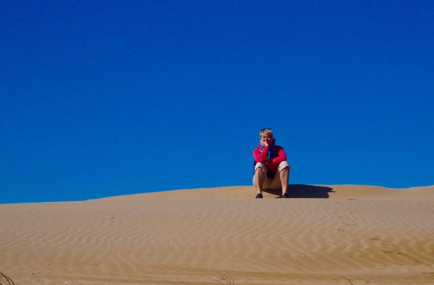Kusten runt Essaouira har enorma sanddyner och evighetslånga stränder, perfekta för långpromenader. marockoresan.se KAN området och kan tipsa om spännande begivenheter. Var det är veckomarkanad, souk idag? Hur du kommer till saltiner, fiskebyar och vingården?