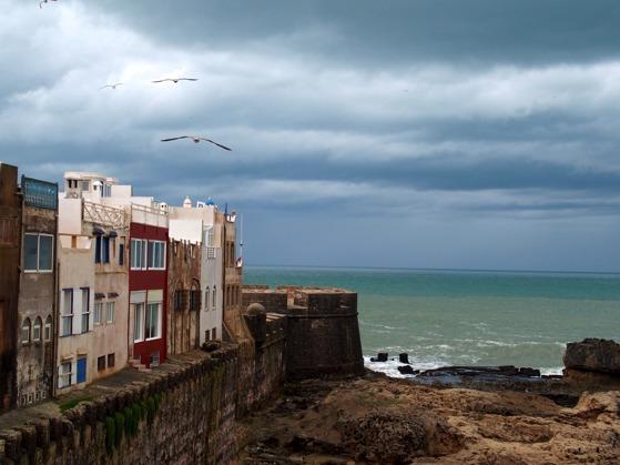En lagom stor medina innanför stadmuren, välvda gränder, bra shopping, ett stort restaurantutbud och saltstänk från Atlanten gör Essaouira till Marockoresan.se favorit.