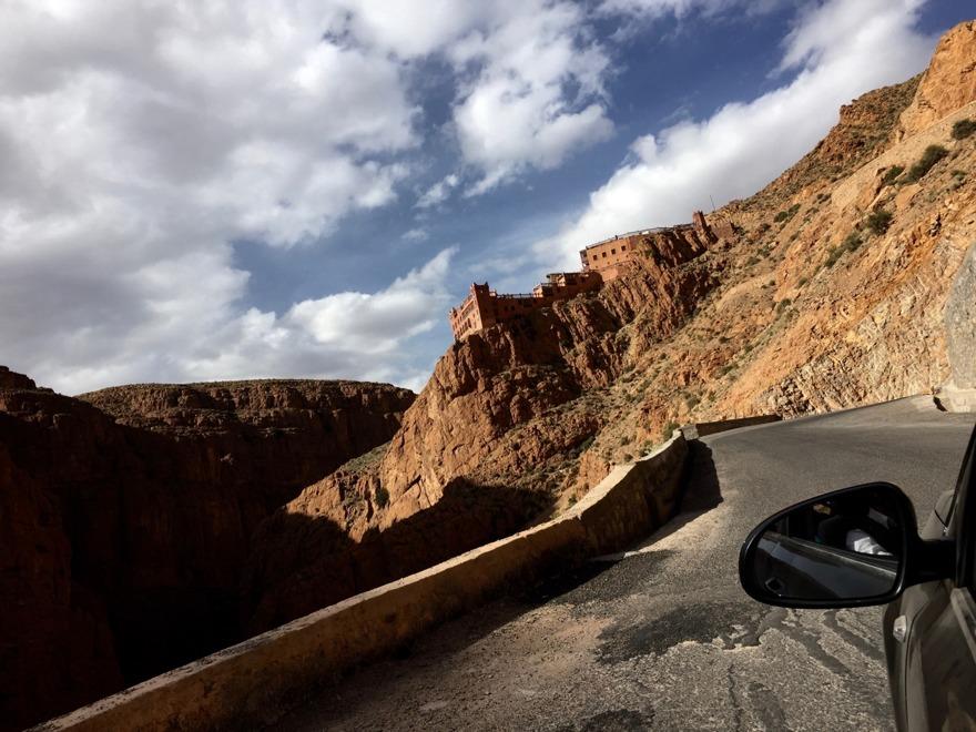 En road trip med landrover är en häftig upplevelse, i dramatisk natur av skiftande karaktär. Övernatta gärna i Dadesravinen. Marockoresan.se