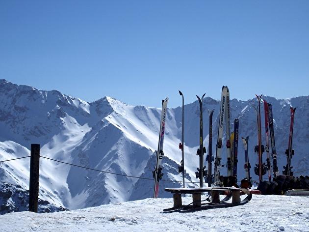 Högst upp i Oukaimedens lift, på 3.300 meters höjd kan marockanerna pröva sitt livs första åk!