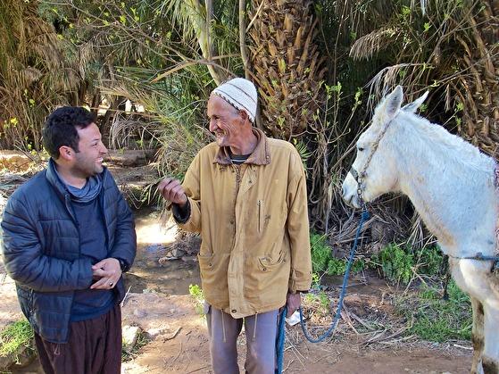 Khalid och Marockoresans andra guider är dörröppnare och tolkar och ger oss möjlighet att tala med de människor vi möter under resan i Marocko.