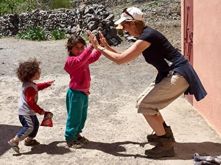 Marockoresans guider agerar dörröppnare i Atlasbergen, och ser till att ni kan äta lunch och dricka te hemma hos en berberfamilj.