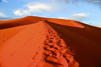 Marockoresan förverkligar drömmen om en promenad i Sahara
