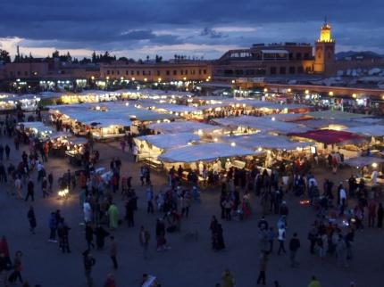 Marockoresan äter första middagen på sagotorget Djemaa el Fnaa i Marrakech. Rätt sätt att komma rätt in i Marockos magi.