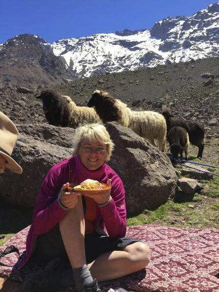 Marockoresans picknicklunch på 2.200 meters höjd i Atlasbergen