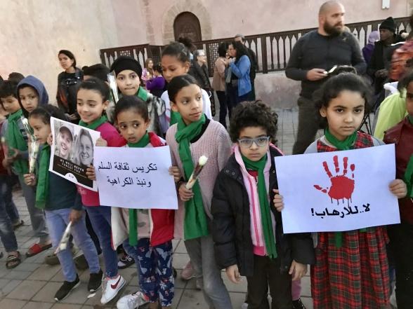 """""""Nej till hat och icketolerans"""" """"Ja till fred och samexistens"""".  Från minnesstund i Essaouira."""