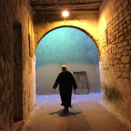 Ströva runt i Essaouiras gränder och njut av atmosfären.