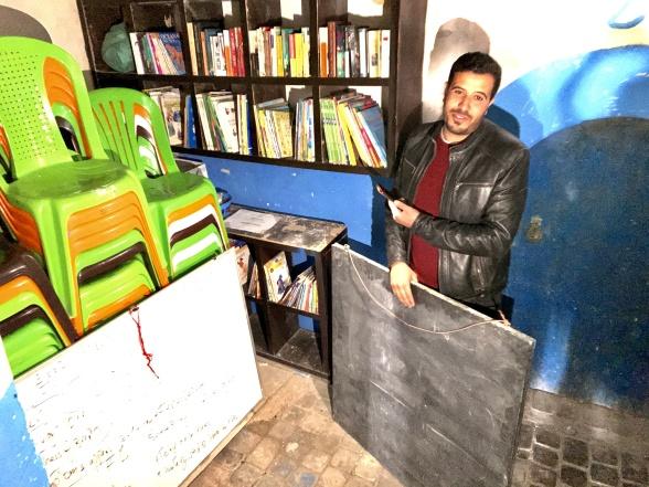 English Street School får inga stöd från stat eller institutioner. Stolar, white boards och böcker är alla donationer från turister  - och givetvis Marockoresan.