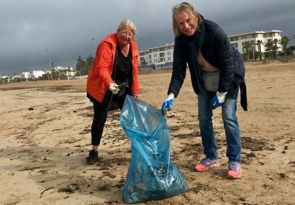 Så ofta vi kan deltar vi i Beach Cleaning på Essaouiras strand.