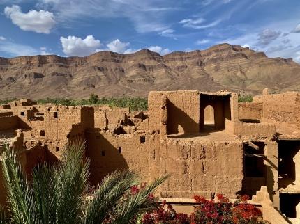 Vi övernattar i en enkel kasbah mitt i oasen Timidarte, där karavanerna till Timbuktu passerade. Äventyr med marockoresan.se