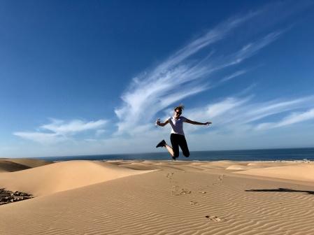 Vi vandrar på evighetslång strand och hoppar i sanddynerna!