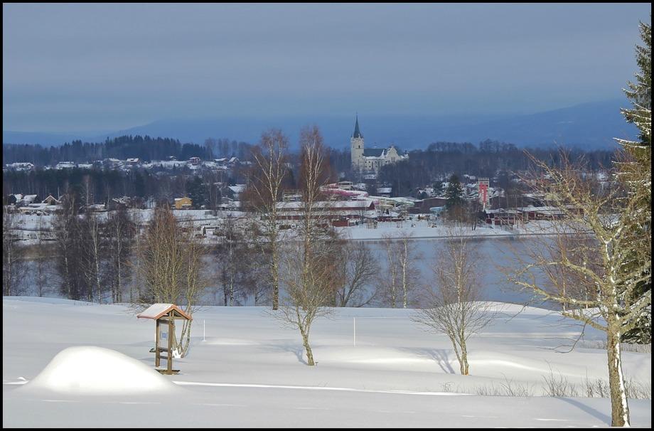 Sunne kyrka ligger på en höjd i Sunne tätort och kan ses från långt håll - ett landmärke för Sunne.