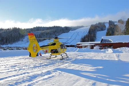 Landstingets ambulanshelikopter kan snabbt vara på plats vid olycka eller svår sjukdom  - en trygghet för alla i Värmland.
