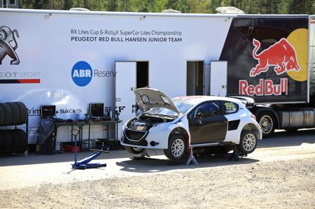 Även Peugeot Red Bull Hansen Junior team var på motorstadion i Höljes för att testköra bilen.
