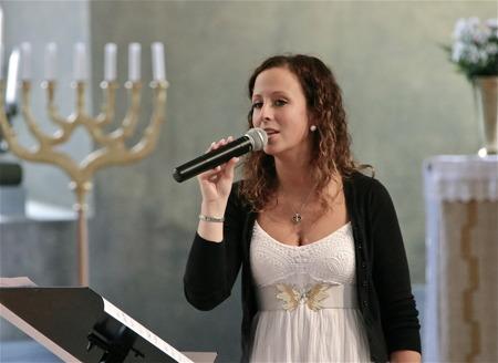 Nationaldagsfirande med skönsång av Hanne Hermansson i Silbodals kyrka.